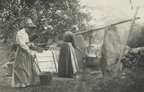 Kristin Holt   Soap Making on the Old West Homestead. Photo: Old Fashioned Soap Making. Image courtesy of Pinterest.
