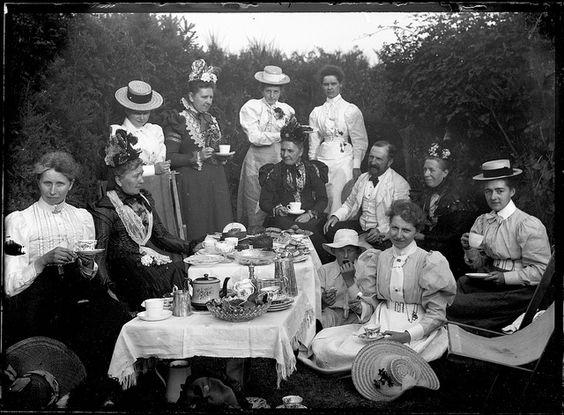 Victorian Picnic, circa 1900, image via Pinterest