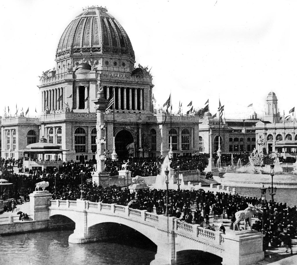The Administration Building and Grand Court during the October 9, 1893, commemoration of the 22nd anniversary of the Chicago Fire. [Image: Public Domain, via Wikipedia]