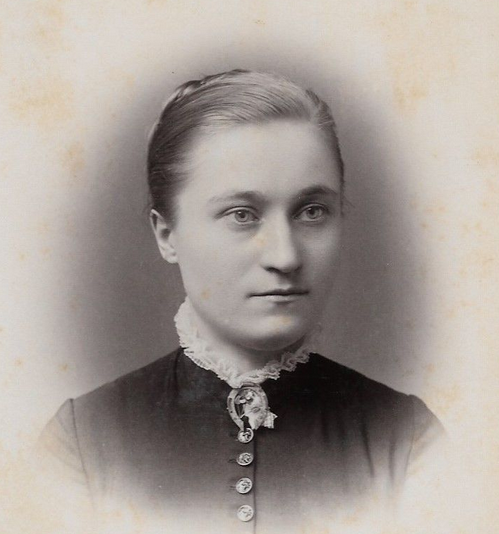 Lovely Victorian young woman, photographed professionally in New York. Image: for sale on eaby.