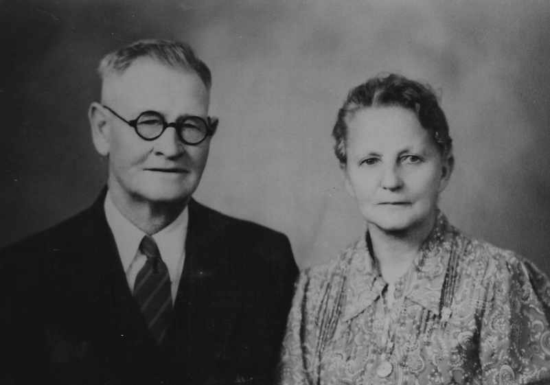 Kristin Holt | Introducing the REAL Sophia Amelia Sorensen...and her cookie jar. Photograph of Neils Peter Sorenson and hsi wife, Sophia Amelia Sorensen Sorenson, many years after their marriage in 1887. Kristin Holt's great-great grandparents.