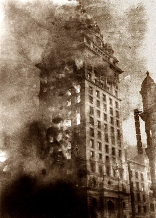 Kristin Holt | BOOK REVIEW: The San Francisco Earthquake of 1906: The Story of the Deadliest Earthquake in American History, By Charles River Editors. Vintage photo of San Francisco Earthquake and subsequent Fire, April 1906. Image Pinterest.