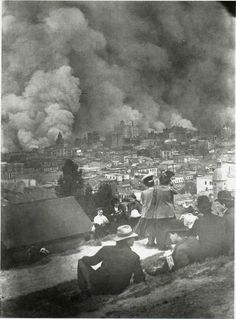 BOOK REVIEW: The San Francisco Earthquake of 1906: The Story of the Deadliest Earthquake in American History, By Charles River Editors. Vintage photograph of San Francisco Fire, 1906. Displaced residents watch fire from a hillside. Image: Pinterest.