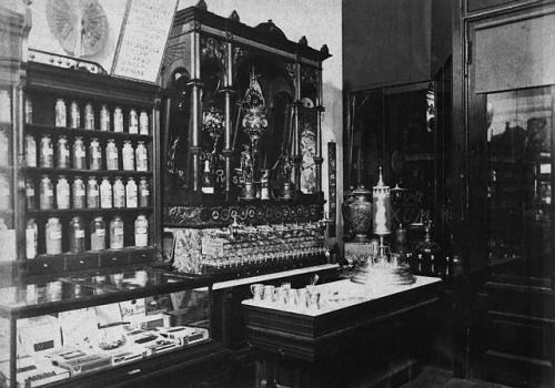 Kristin Holt | The Victorian-era Soda Fountain. Black and white vintage photograph: typical soda fountain of the 1880s in Vancouver, British Columbia. Image Courtesy of Pinterest.