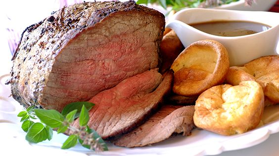 Kristin Holt | Victorian Fare: Yorkshire Pudding. Photo of rare roast beef dinner with Yorkshire pudding as a side dish. Image courtesy of Pinterest.