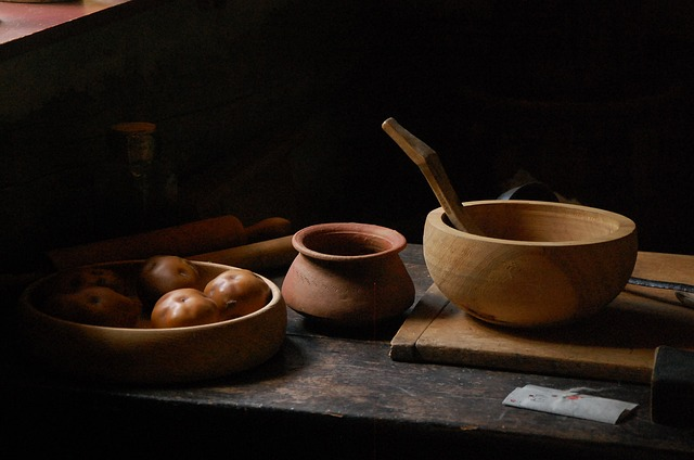 Kristin Holt | DIY Yeast in Victorian America. Photo of potatoes among wooden kitchen bowls. Courtesy of alluregraphicdeisgn from Pixabay.